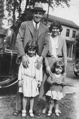 Batchelor Family c1930.jpg