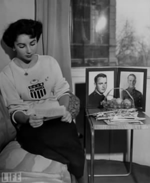 Elizabeth Taylor with pictures of Glenn Davis