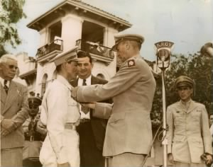 Pedro receiving distinguished service cross.jpg