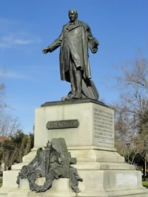 William_McKinley_statue,_San_Jose,_California_-_DSC03825.JPG