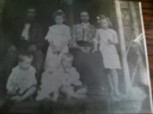 Thomas P. Lashley & Minnie Lee (Greeson) Lashley with children.jpg