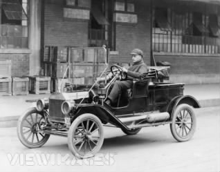 Henry Ford and Model T 2.jpg
